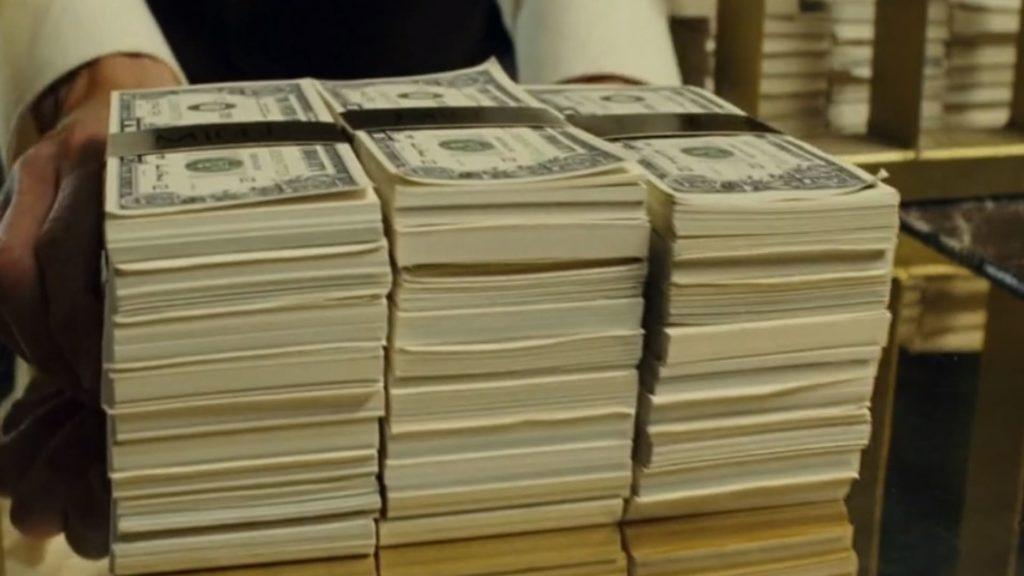 стопка денег и смысл фильма Револьвер